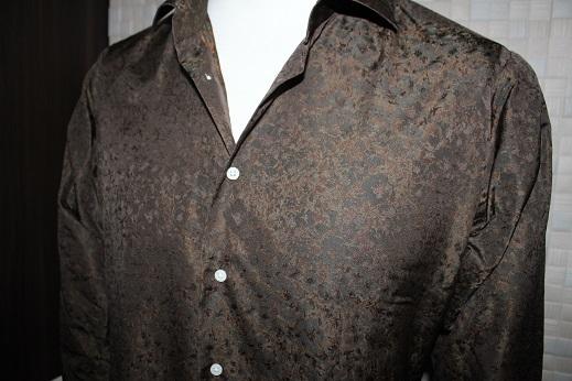 ブラウンのジャガード生地で仕立てたオーダーシャツ1