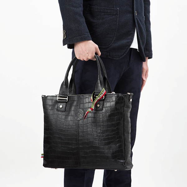 引用:http://orobianco-jp.com/category/BAG_TOTE/16102022.html#ITEM_BAG=BAG_TOTE&pointercat=ITEM_BAG