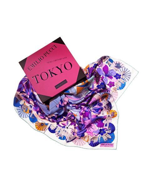 エミリオ・プッチ:http://www.emiliopucci.com/it/shop-online/donna/scialli-e-foulard
