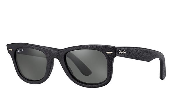 レイバン:http://japan.ray-ban.com/sunglasses/detail.php?product_id=112&select_products_class_id=435&code=RB2140QM%201152N5%2050-22&name=WAYFARER%20LEATHER
