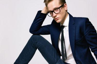 カッコイイ!トムフォードのメガネで誠実なあなたを演出する方法