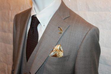 ゴールドの輝きを持つゼニアトロフェオ・ブラウンスーツ