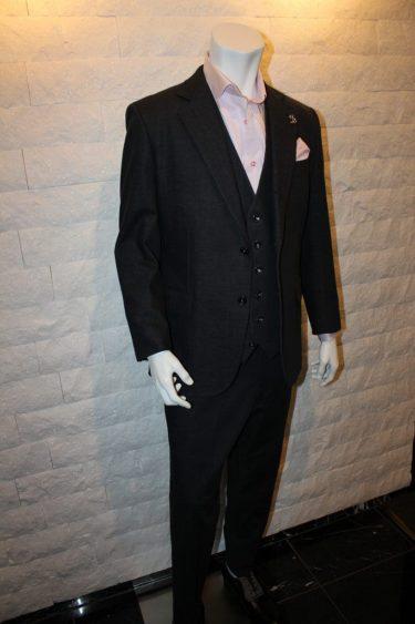 ビジネス・カジュアルにオールマイティに使えるデニムスーツ・ブラック