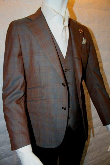 英国紳士の王道スキャバルチェック生地で仕立てたオーダージャケット、ジレ(ベスト)