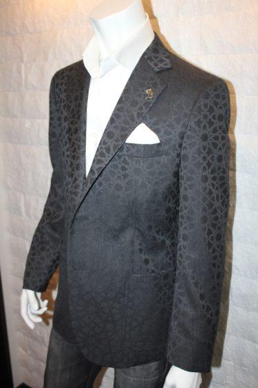 イタリア生地ブラックジャカードでお仕立てしたダンディなモテジャケ®