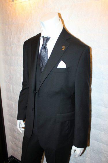 ブライダルシーンにワンランク上のフォーマル・ロロピアーナLoropiana・ブラック3Pスーツ