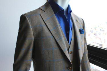 ゼニアのブラウン×ブルーのチェック生地でお仕立てしたジャケット、ジレはダンディな風格が伝わります。