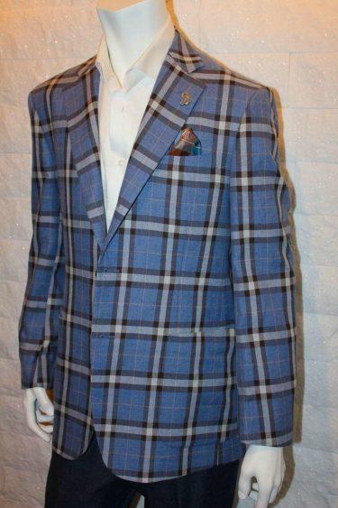 大胆なブルーウィンドーペーン生地のオーダージャケットは英国紳士の雰囲気を身にまとうことができます。
