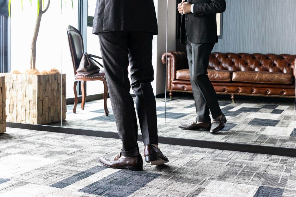 ジャケパンスタイルやスーツスタイルとシューズのトータルコーディネートを提案